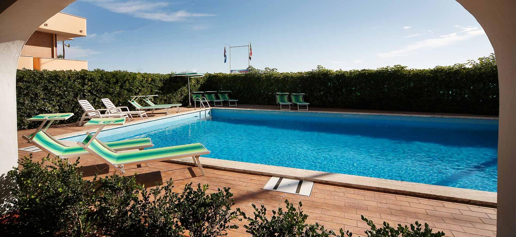 Hotel con piscina vista mare e solarium hotel villa sole - Champoluc hotel con piscina ...